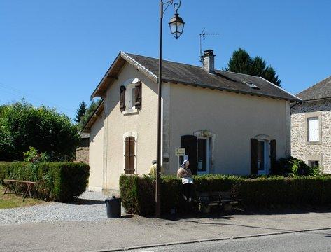 Le lonzac quartier de l 39 eglise for Ancienne maison des gardes lourmarin